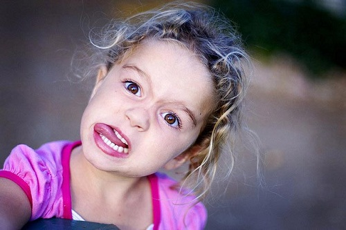 Silly Face Laughing Game for Kids