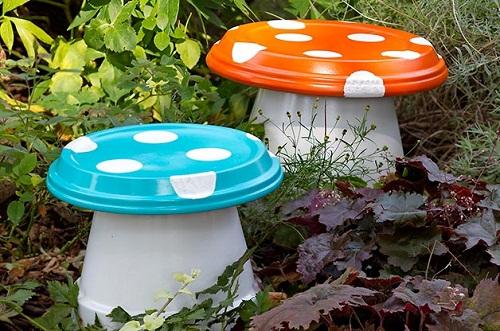 Backyard Mushroom Seats DIY Ideas