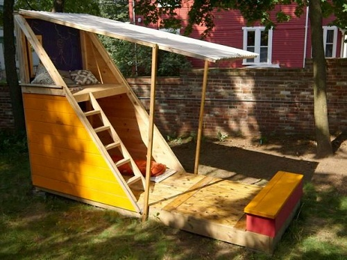 Backyard Play and Rest House DIY Ideas