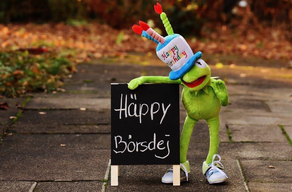 green frog with happy borsdej logo